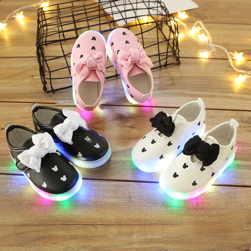2018 LED Lighted fashion kids shoes cool casual cartoon casual children shoes sneakers hot sales baby girls glowing sneakers