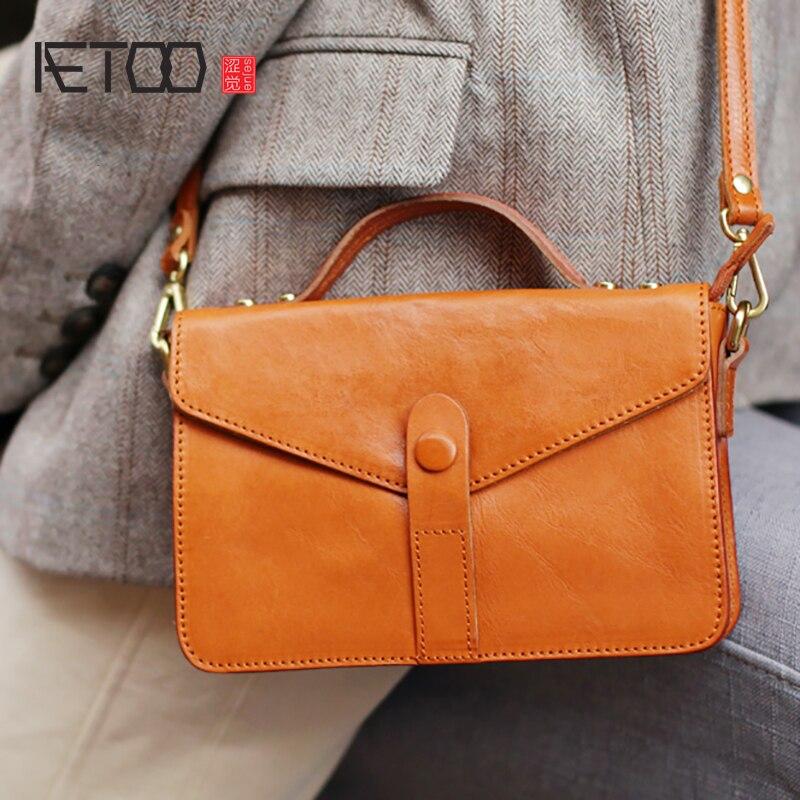 AETOO Simple Retro Super Fire portable small square bag, female casual leather oblique carry small bag