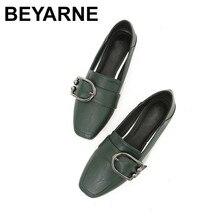 BEYARNE mocassins femmes chaussures avec semelles plates 2017 automne Slip on bout carré confortable métal décoration boucle grande taille 43