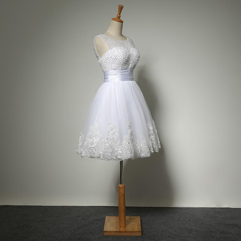 Lühike punane või valge kleit