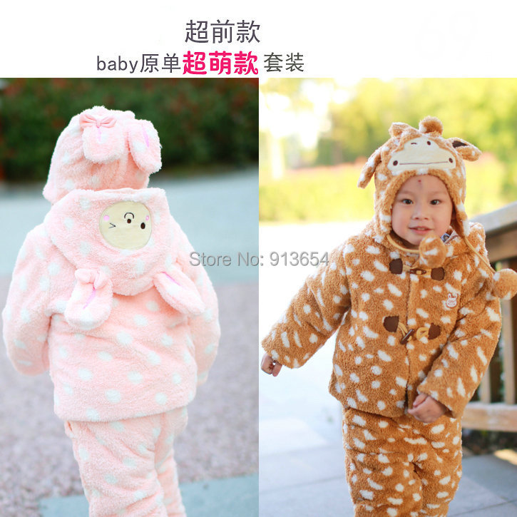 цена на new 2014 autumn winter kids clothes sets baby boys / girls casual dot outerwear + kids pants Coral fleece girls clothing sets