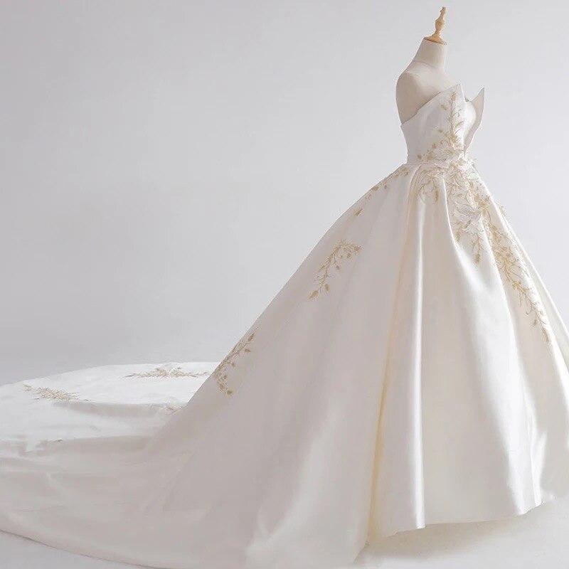 Dubai Vintage Embroidery Wedding Dresses 2018  New Abiye Off Shoulder Royal Train Bridal Gowns Custom Made Robe De Mariee