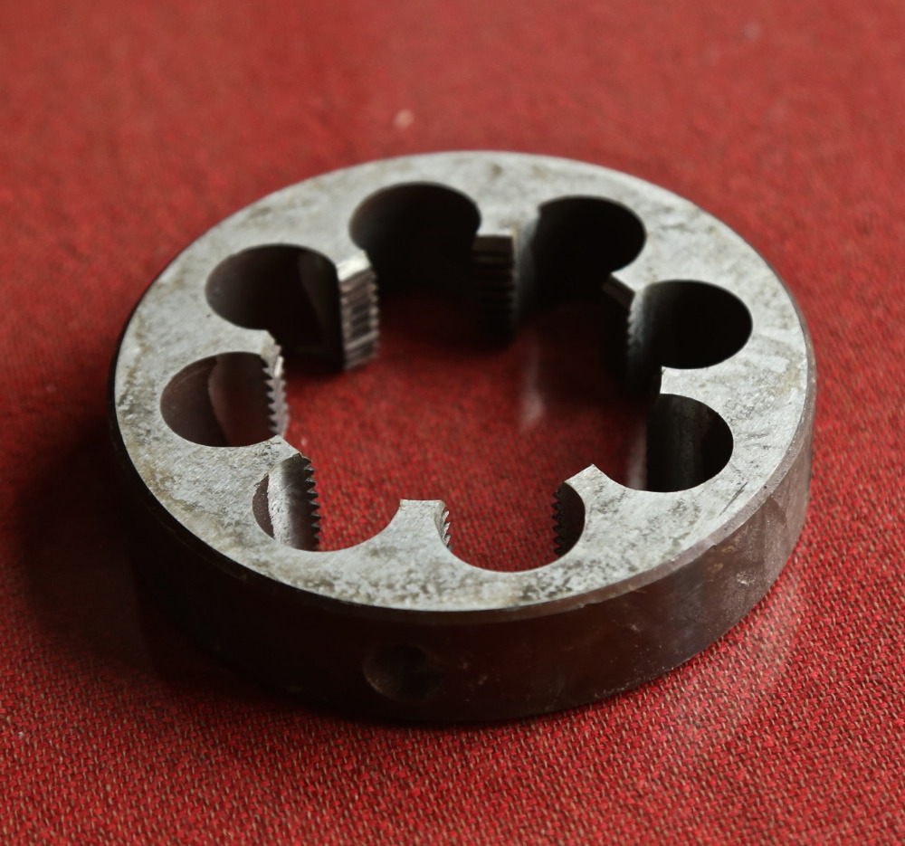 Free shipping of 1PC alloy steel made BSP Die G2-1/4-11 manual pipe threading Die threading Tools Thread Maker for water pipe free shipping 1pc alloy steel made bsp die g1 2 14 pipe threading dies threading tools for bsp standard pipe threading work
