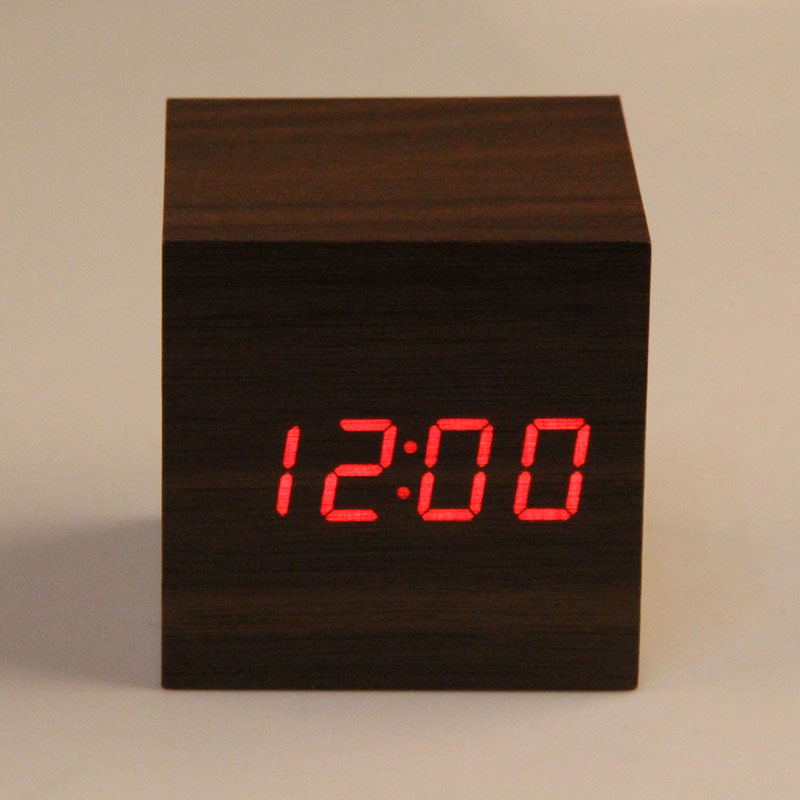 New Arrival Desktop Clock 3 x AAA / USB-drevet Mini Portable Wooden Clock Rød LED Digital Sound Control Alarm Clock despertador