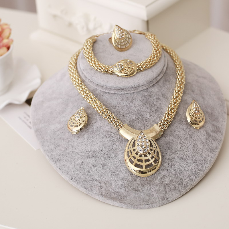 2018 New Fashion African Beads Jewelry Set Exquisite Carved Dubai gold Jewelry Set Nigerian Wedding Bridal Bijoux