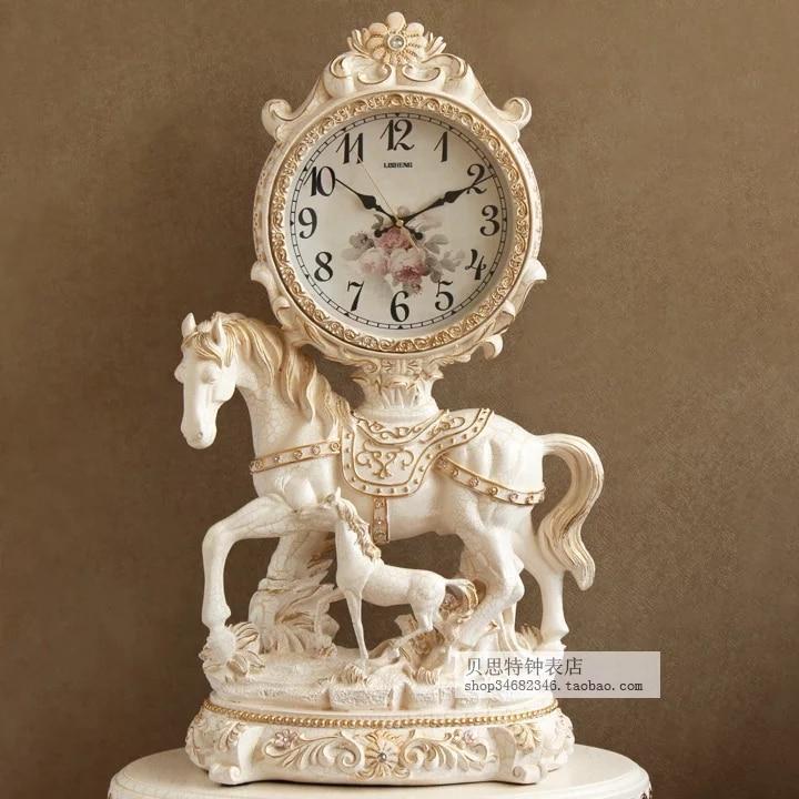 Style européen rétro horloge siège mode créatif table horloge Junma salon pendule horloge art silencieux table