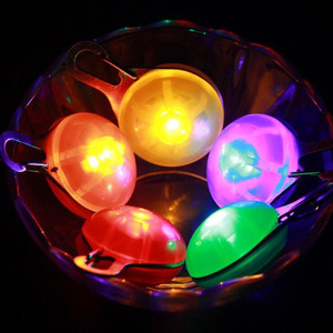 Image 2 - مشبك LED صغير على سلامة ليلة ضوء ملون طوق سلسلة مفاتيح مضيئة مع حلقة تسلق القط طوق بكلاب يؤدي أضواء مع البطارية