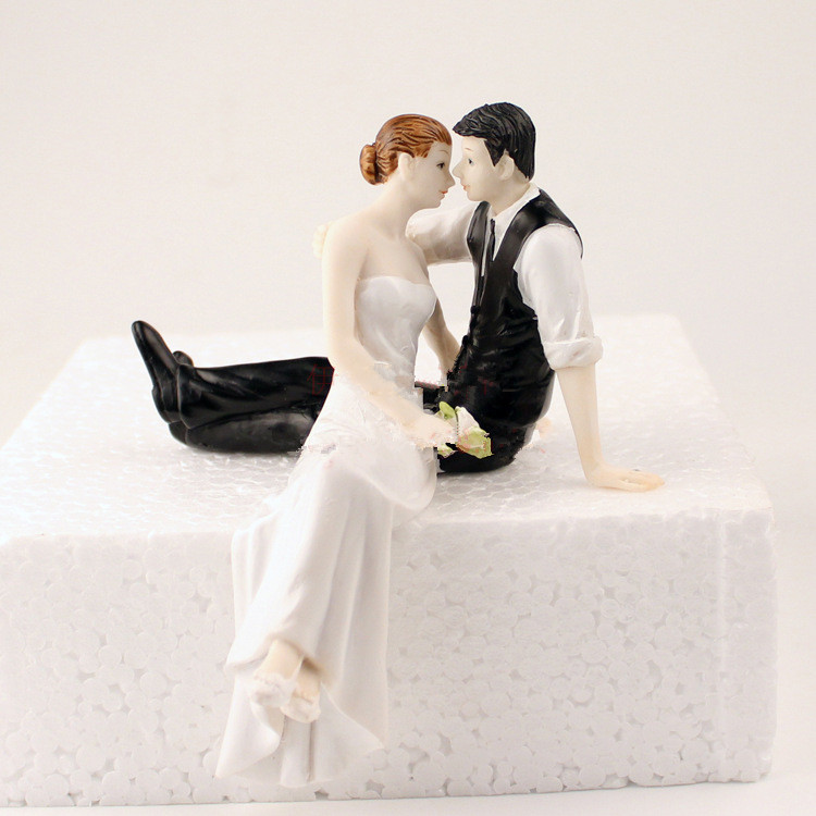 Romantic Polyresin Figurine Wedding Cake Toppers Resin Decor Lover