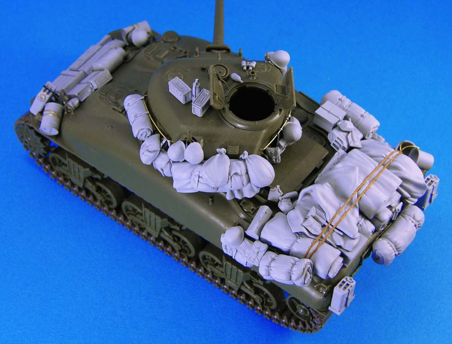 Unpainted Kit 1/35  M4A1 Sherman Stowage Set  Not Include Tank   Figure Historical  Figure Resin  Kit