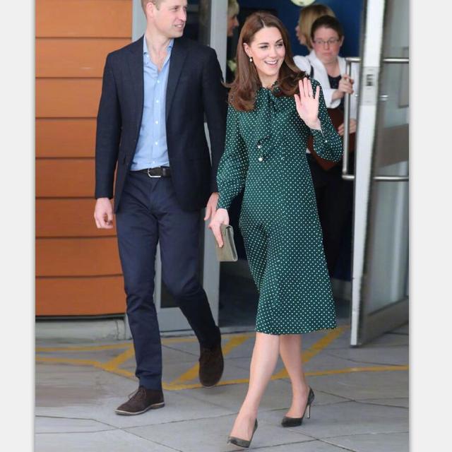 プリンセスケイトミドルトンのドレス 2019 女性のドレス春の弓ネック長袖水玉エレガントなドレス作業服 NP0233J