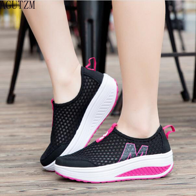 Nuevos zapatos de las mujeres zapatos de moda del deporte ocasional caminar zapatos altura aumento mujeres holgazanes respirables Air Mesh Swing Wedg V406