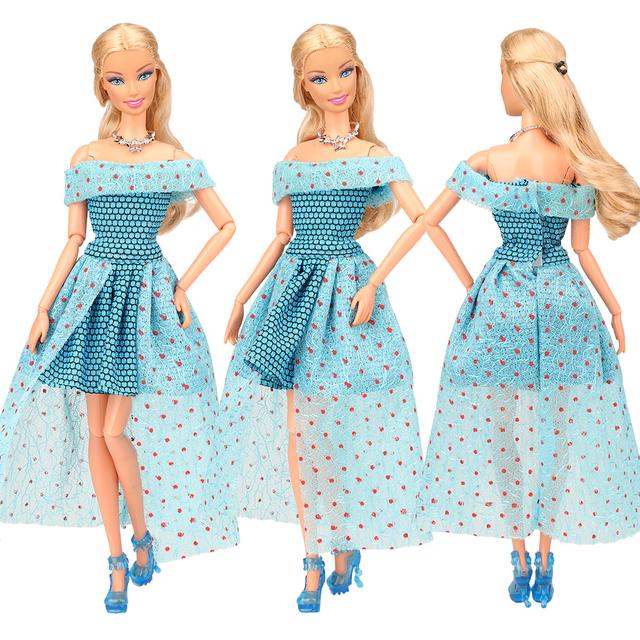 13 articoli/lot Giocattoli Per Bambini Per La Ragazza = 3 Abiti Da Bambola + 10 Bambole Accessori Oggetti Per Barbie Spogliatoio gioco Regalo Di Compleanno FAI DA TE