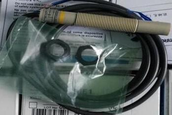 Free Shipping 2pcs/lot  new Switch E2K-X4MF1 capacitive sensor three line PNP normally open object sensing [zob]omron brand new genuine sensor e3fa rp21 genuine guarantee sensor switch 2pcs lot