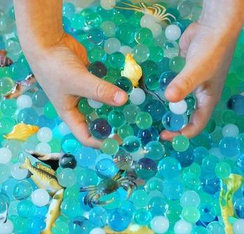 Koraliki wodne z 16 zwierzęta morskie zabawki sensoryczne koraliki dla dzieci 3 + odkrywcy dotykowy zestaw sensoryczny morskie stworzenia zwierząt Home Decor tanie i dobre opinie K00403013 Kryształ gleby