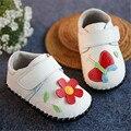 Nova Primavera 2016 Crianças Sapatos Macios Sapatos de Couro Genuíno de Alta Qualidade Borboleta Doce Flores Do Bebé Primeiro Walker Sapatos de Bebê #2975