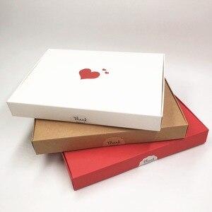 Image 4 - Boîtes en papier de cœurs rouges estampillés à chaud, étiquette en forme de fleur, pour présentoir, emballage, bibelots, nouveauté de cosmétiques, 20x15x2,5, 30 pièces