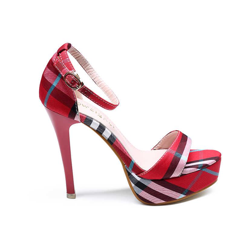 ผู้หญิงส้นสูง 13 ซม.ผู้หญิงรองเท้าแตะ 2019 ฤดูร้อนสีแดงส้นสูงรองเท้าแตะ Punk ผู้หญิงแพลตฟอร์มรองเท้าแตะสุภาพสตรีรองเท้ารองเท้าสีดำ