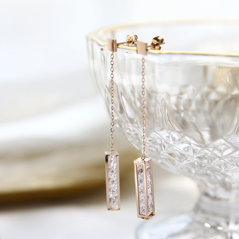 YUN RUO 2018 Fashion Super Shiny AAA Zircon Square Stud Earring Rose Gold Color Woman Gift Titanium Steel Fine Jewelry Not Fade in Stud Earrings from Jewelry Accessories