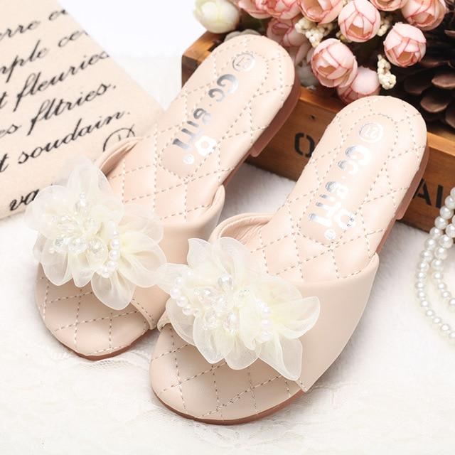 d1fdda2243733 Girls Slippers 2018 Fashion Design Casual Beach Slippers Kids Shoes Sandal  Summer Slides Princess Sweet Flower Children Slippers