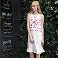 Хуэй Лин Лето Женщины Без Рукавов Шею Белое Платье Хлопок Красный Цветочный Вышивка Короткое Платье Горячие Продажа Новый Дизайн