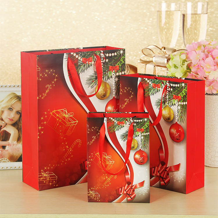 Red Merry Christmas Paper Pouches 4C Printing Lamination Ribbon Handle Chocolate Candy Gift Holder Shop Family Xmas Present Bags