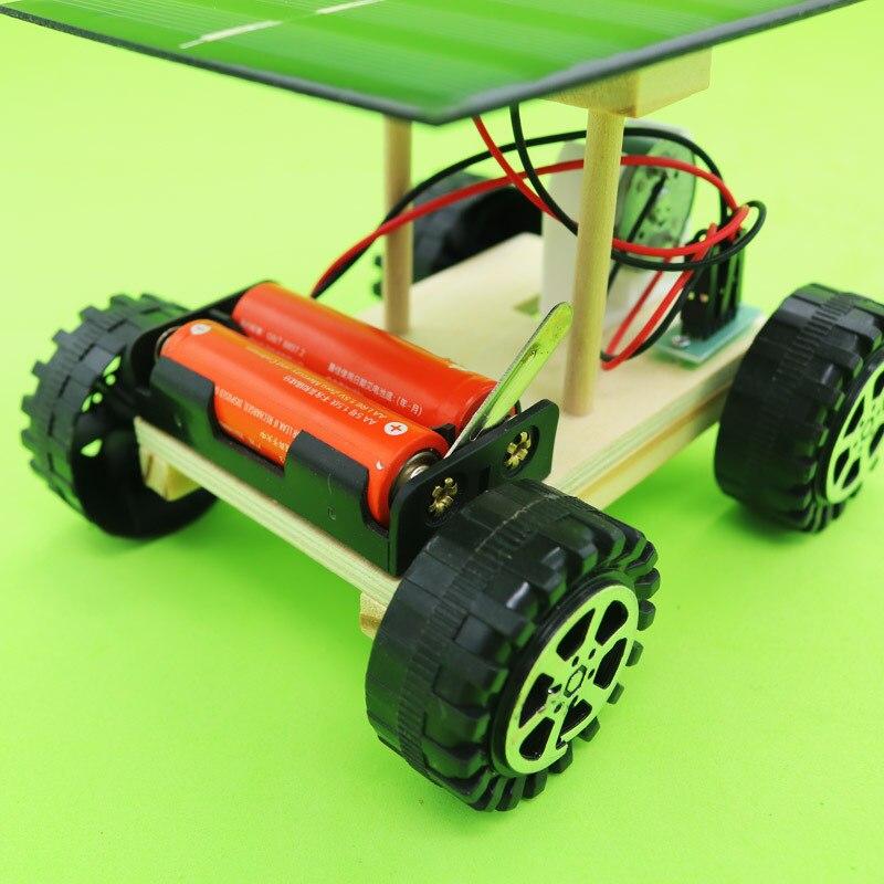 Giocattolo di esperimento di tecnologia auto a energia solare assemblato fai