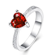 New Red Heart Shaped Lovers Style Zircon Rings for Women Fine Jewelry European and American Fashion Couple Ruby Hand Ornaments