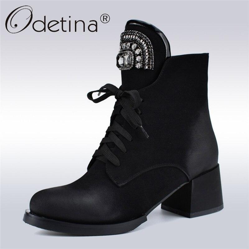Odetina nueva marca de moda de encaje botas de tobillo botas de las mujeres de tacón grueso de cristal de diamantes de imitación Rusia botas con cremallera lateral Otoño Invierno zapatos