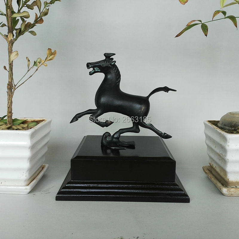 Hot Sales Home Decoration Chinese Antique Bronze Black Copper Horse on Swallow Lucky Statue Christmas Decor Sculpture Gift