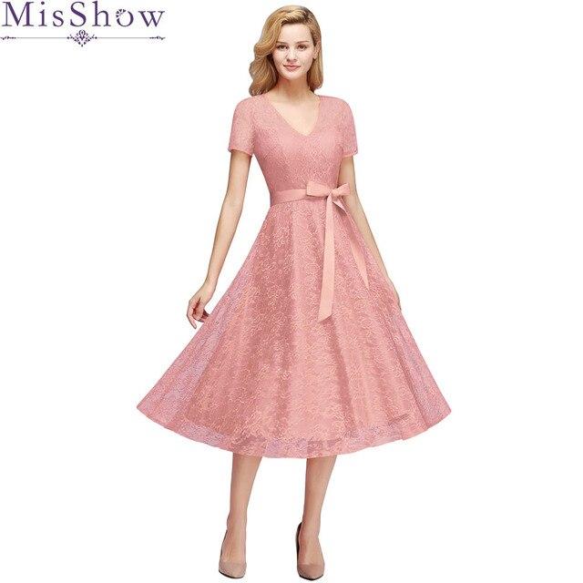 dfe6fcdce97e7 Vestido De Noiva Yeni Tozlu Pembe nedime elbisesi Artı boyutu Kısa Dantel  Bir çizgi V Boyun Düğün Parti Kıyafeti Resmi balo Elbise 2019
