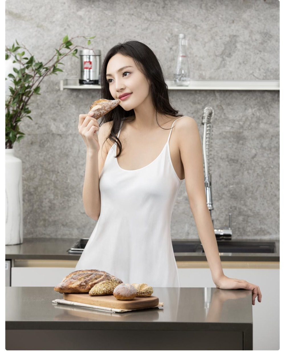 Authentic Xiaomi instant me 100% silk silk suspender skirt summer women sexy pajamas black and white two pajamas HOT