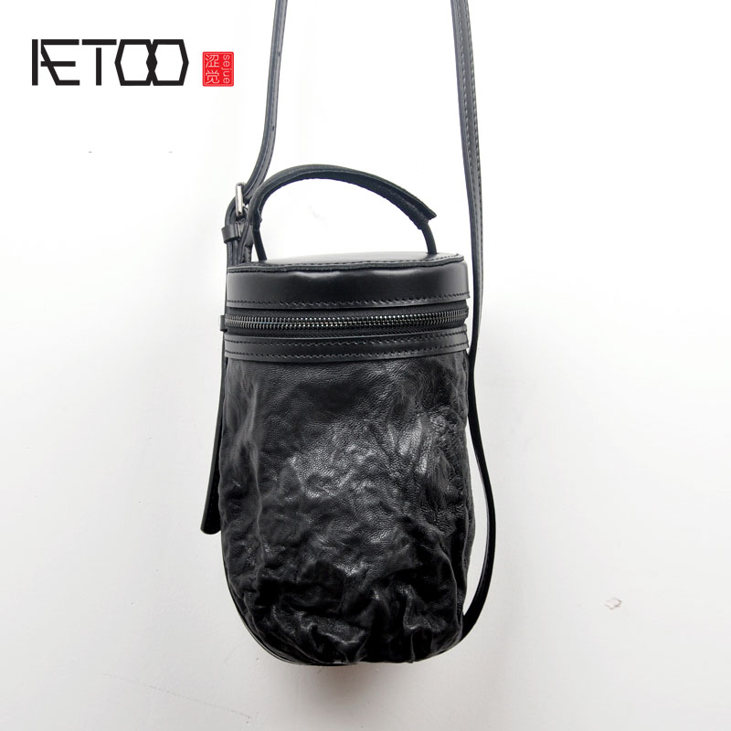 AETOO Leather drum bag retro portable drum bag Korean version of the personality bucket package tanned sheepskin lady Messenger aetoo leather bucket bag female messenger bag 2017 new korean version of the drawstring bucket baotou layer of leather simple le