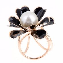 Floral Brooch Enamal Pins For Women Black White Flower Brooches Simulated Pearl Romantic Vintage Retro Female Jewelry(China)