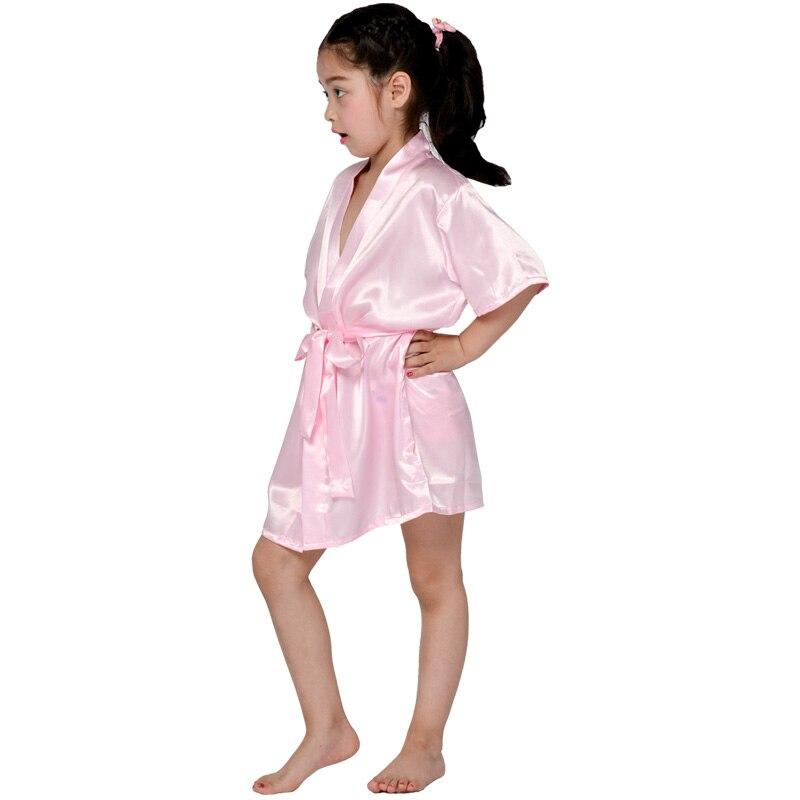1f5e6d7194d1164 Модная детская одежда для девочек в цветочек Свадебная вечеринка халаты  атласная ночная рубашка с монограммой шелк детей Халат подружек не.