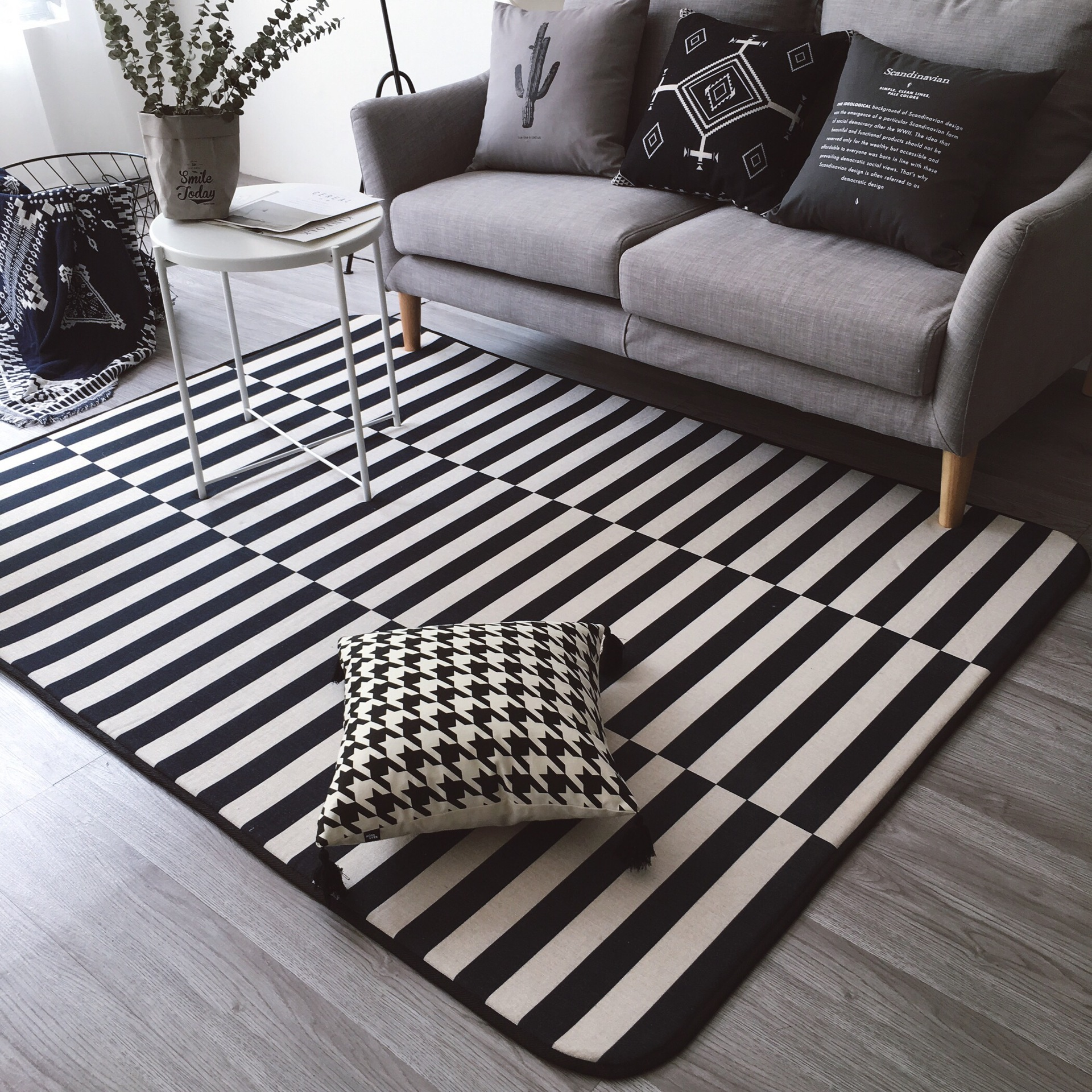Outdoor Teppich Scandinavian Design Us 98 4 20 Off 145x195cm Black White Rugs And Carpets For Living Room Home Bedroom Area Rug Coffee Table Floor Mat Kids Play Carpet Striped In