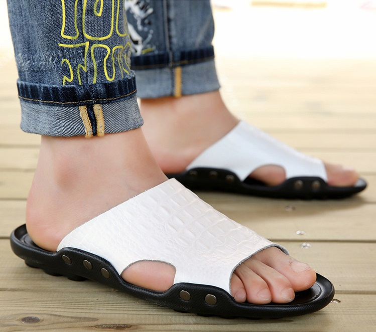 2018 New Men Genuine Leather Holiday Beach Shoes Flip Flops Men`s Casual Flat Shoes Sandals Summer Slippers For Men (13)