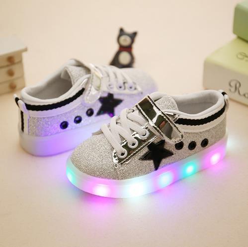 329e06b9f Zapatos deportivos para niño 2016 de moda informal para mujer con luz LED  zapatos de cuero para niñas zapatillas perezosas 513 en Zapatillas de  Atletismo de ...