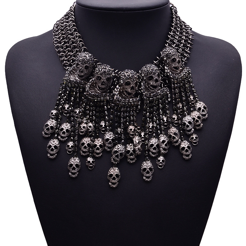 2019 Skeleton Head Short Chain Female Retro Fashion Accessories Collar Skull  Necklace Punk Party Jewerly 2c20d2fcb5cf