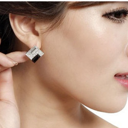 2019 New Fashion  Crystal Dazzling Rhinestones Temperament Square Stud Earrings Elegant black and white square crystal earrings