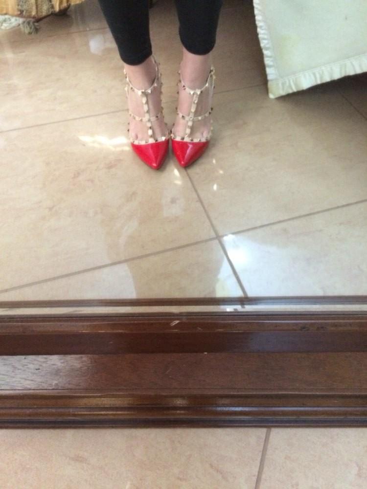 Neetide ja kõrge kontsaga kingad