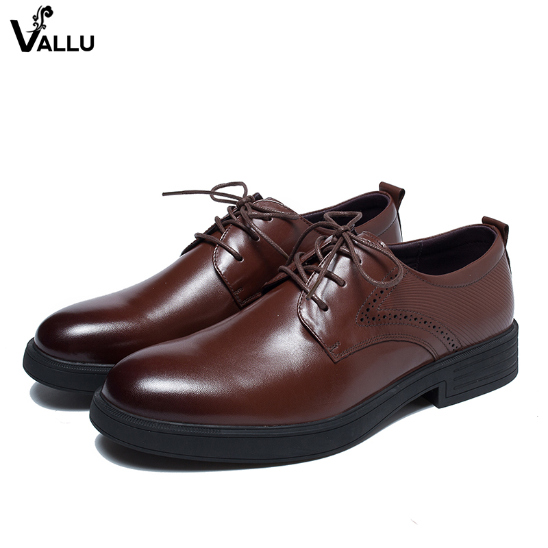 все цены на Fretwork Lace-Up Derby Shoes Man 2018 New Hole Design Men Dress Shoes Natural Leather Block Heel British Male Business Shoes