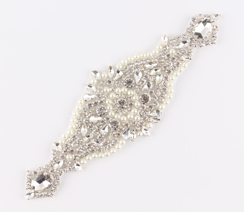 (3pcs lot)Chic Crystal Pearl Rhinestone Appliques Patch Hot Fix Beaded Dress Sash Hat Shoes  Applique Bridal Motif Patch Trim-in Rhinestones from Home ... 4d519927177b
