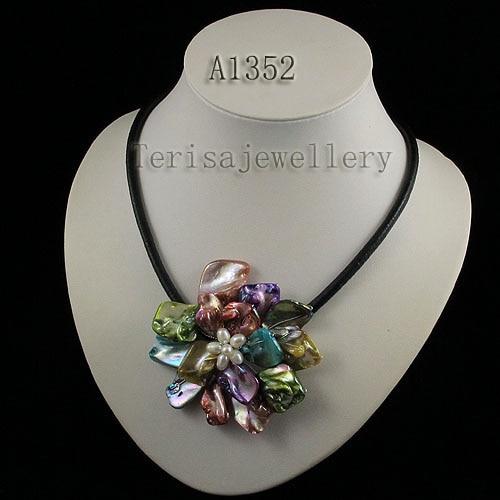 Идеальное ожерелье в виде цветка из натуральной раковины, белое ожерелье из пресноводного жемчуга, ювелирные изделия из черной кожи, новинка - Окраска металла: multicolor flower