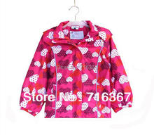 Бесплатная доставка дети / девочек topolino капюшоном водонепроницаемость куртка ж / флисовой подкладкой, бургундия цвет w / сердца пальто ( MOQ : 1 шт. )
