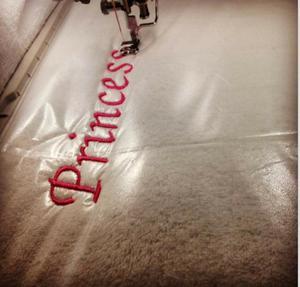 Image 1 - Simthread rửa sạch Thêu Ổn Định 35um Trong Suốt lạnh hòa tan trong Nước đứng đầu bộ phim thêu đứng đầu 10 thước cuộn