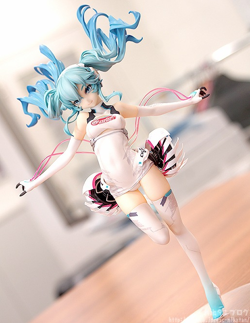 Vocaloid Hatsune Miku Racing miku 2014 Ver. 1/8 Scale Painted Figure Collectible Model Toy 22cm CVFG123 j ghee vocaloid hatsune miku with electric guitar greatest idol ver 1 8 scale painted pvc action figure collectible model toy