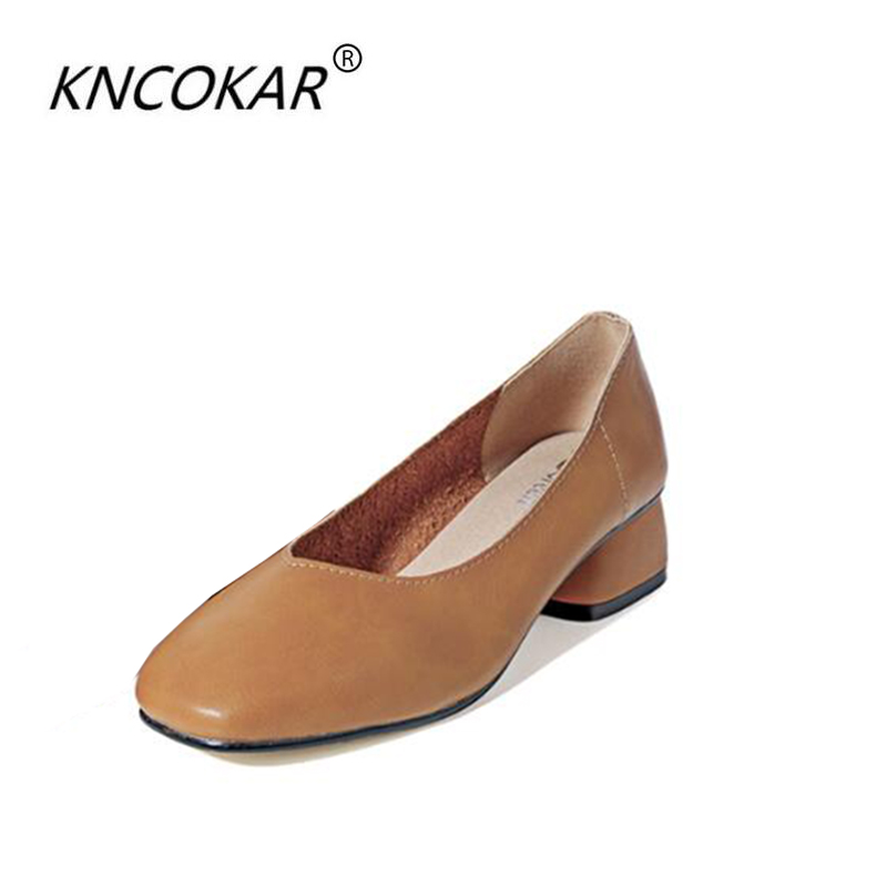 The lady of the square shoe is the heel of a shoe, Mary Jane shoes Roman style soft leather v in the mouth and brownThe lady of the square shoe is the heel of a shoe, Mary Jane shoes Roman style soft leather v in the mouth and brown