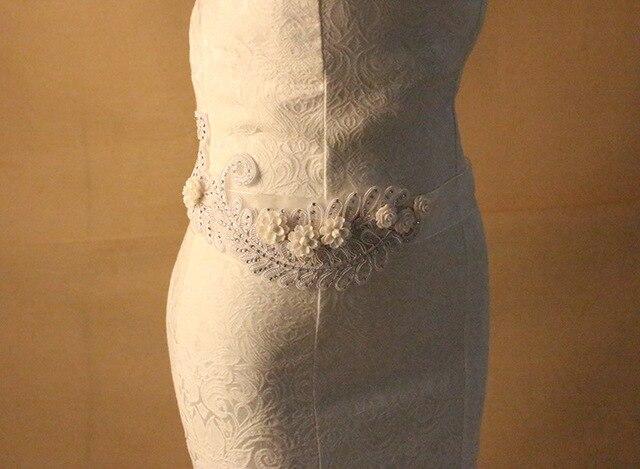 2017 New Fashion Luxury Wedding lace flower Bridal Sash Handmade Crystal Bridal Sashes For Bridal XW32