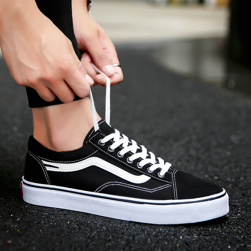 New 2018 canvas hot sales high quality men shoes light breathable cool sneakers man Spring/Autumn casual adult casual flats 2018 european cool men shoes breathable light casual adults casual shoes spring autumn solid high quality sneakers man