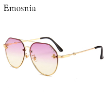 Emosnia Trendy Bee Top Sunglasses In Women's Rimless